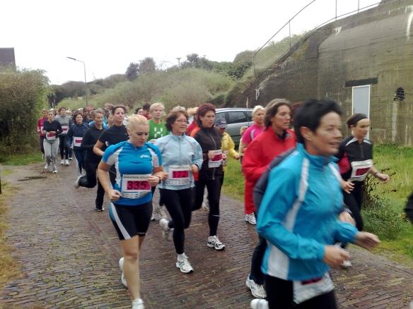 De Ladiesrun van de Kustmarathon is erg populair. foto Roeland van Vliet
